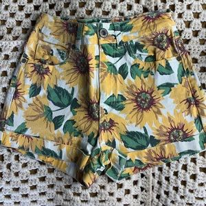 Bullhead vintage look sunflower shorts high waist